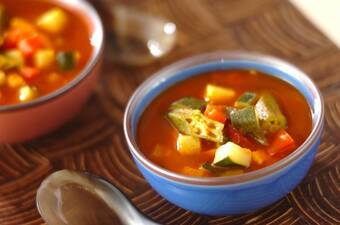スパイシーな辛さ夏野菜のカレースープ