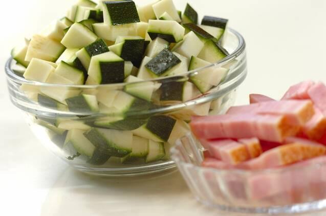 スパイシーな辛さ夏野菜のカレースープの作り方の手順1