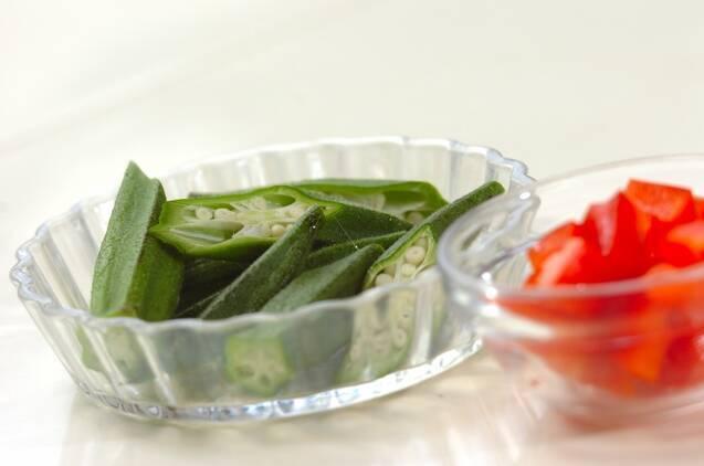 スパイシーな辛さ夏野菜のカレースープの作り方の手順2