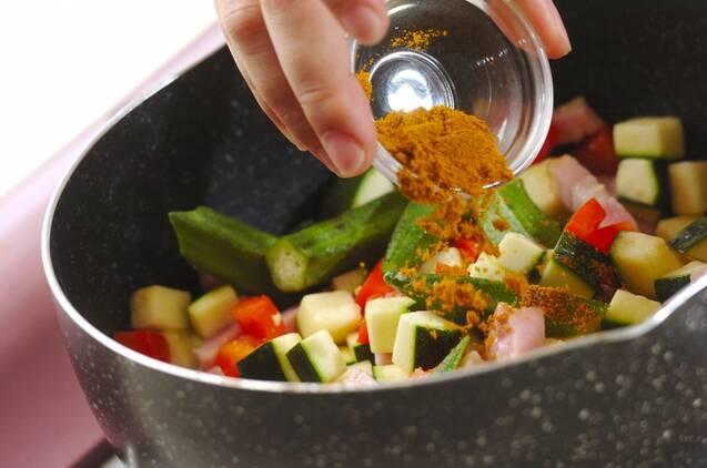 スパイシーな辛さ夏野菜のカレースープの作り方の手順3