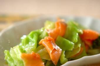 スモークサーモンとゆでキャベツサラダ