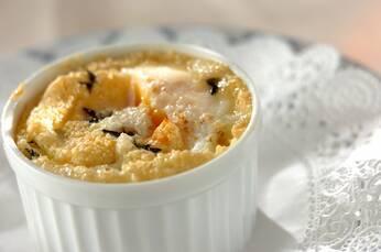 卵のココット焼き グリュイエールチーズとハーブの香り
