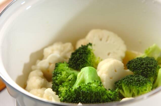 カリフラワーとブロッコリーのアンチョビ風味の作り方の手順2