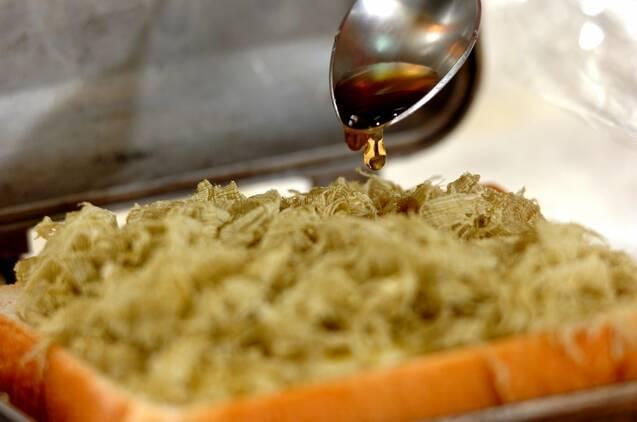 とろろ昆布とチーズのホットサンドの作り方の手順2