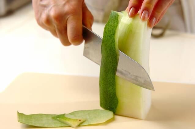冬瓜のエスニックサラダの作り方の手順1