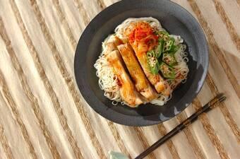鶏もも肉とオクラの韓国風素麺
