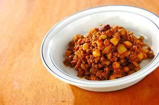 合いびき肉と豆のカレートマト煮