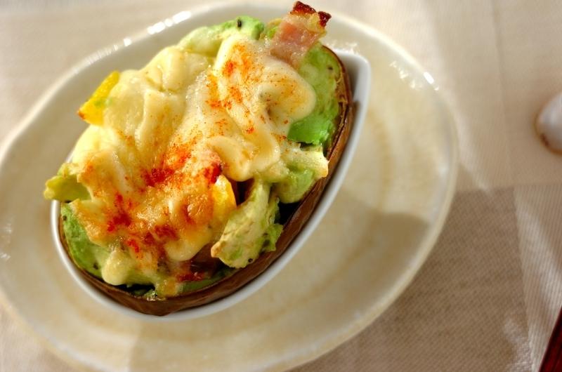 3. アボカドのチーズ焼き
