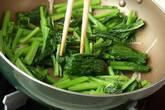 カブの葉オイスター炒めの作り方3