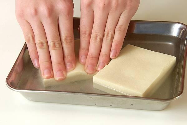 高野豆腐の煮物の作り方の手順1