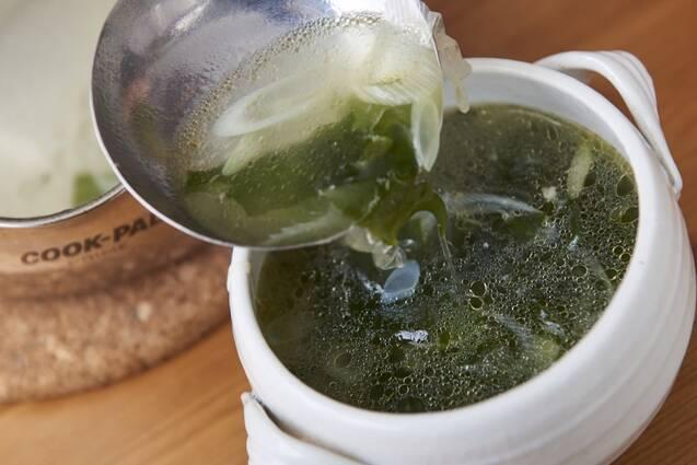 チキンボーンブロスで焼き肉屋さんのわかめスープの作り方の手順5