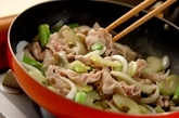 セロリと豚バラのオイスター炒めの作り方2