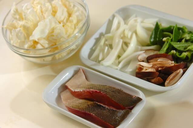 鮭のガーリックバターチャンチャン焼きの作り方の手順1
