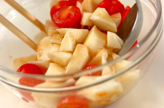 長芋とトマトのワサビ和えの作り方の手順2