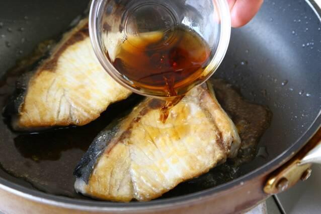 ブリのさわやかリンゴ酢照り焼きの作り方の手順5