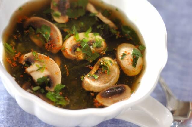 モロヘイヤとマッシュルームのスープ