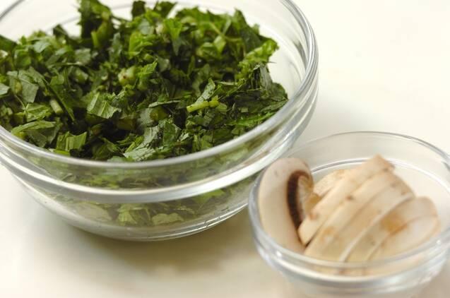 モロヘイヤとマッシュルームのスープの作り方の手順1