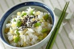 たくあんと枝豆の混ぜご飯