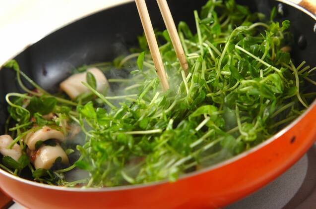 イカと豆苗の黒コショウ炒めの作り方の手順3