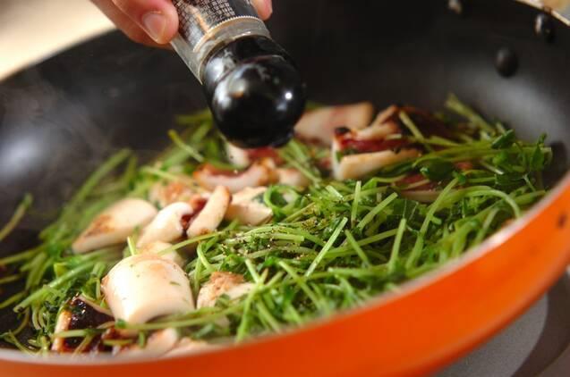 イカと豆苗の黒コショウ炒めの作り方の手順4