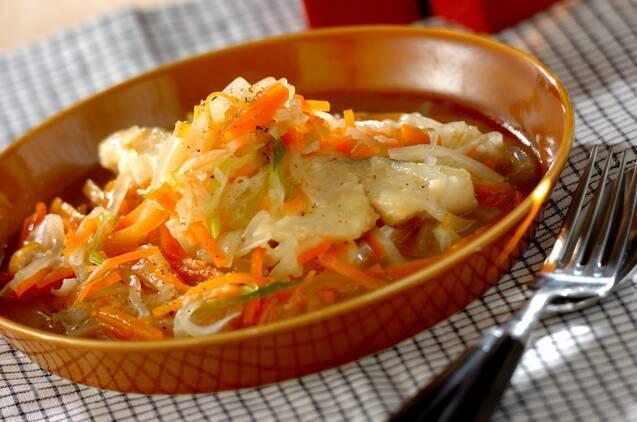 甘塩タラとせん切り野菜のコンソメ煮
