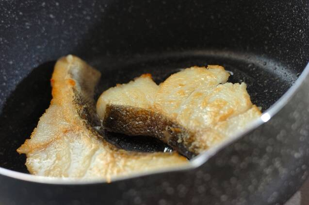 甘塩タラとせん切り野菜のコンソメ煮の作り方の手順3