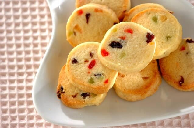 アンゼリカやドレンチェリーが入ったクッキー