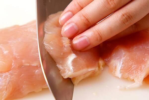 鶏むね肉のピカタの作り方の手順1