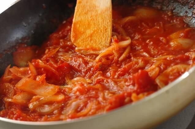 カニとホウレン草のトマトクリームパスタの作り方の手順3