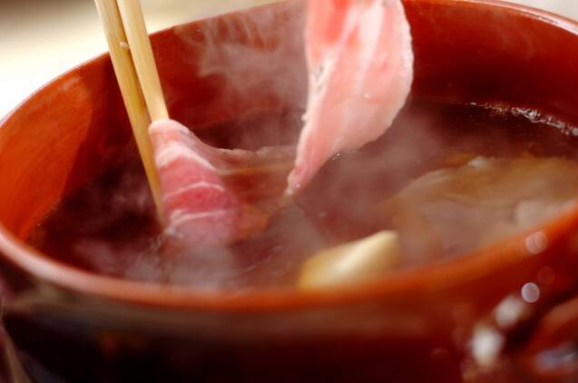 豚バラ肉とセリの常夜鍋の作り方の手順2