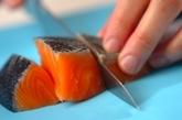 鮭とキノコのピリ辛バターじょうゆの作り方1