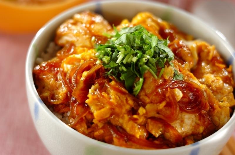 お豆腐を煮た丼ものメニュー