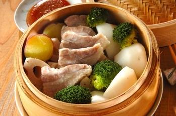 豚バラ肉と根菜のせいろ蒸し