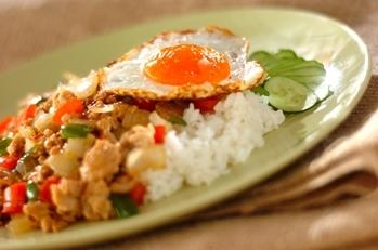タイ風ひき肉炒めプレート