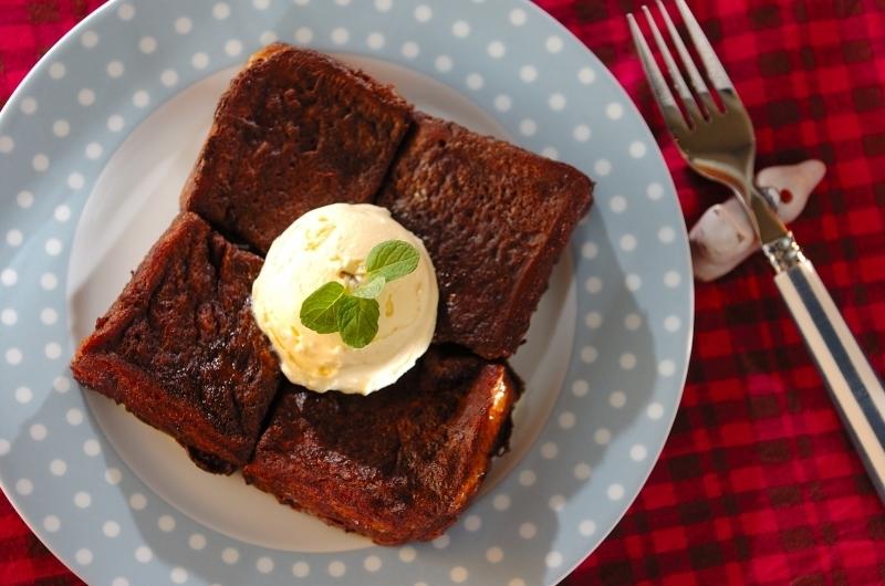 お皿にのったしみチョコフレンチトースト