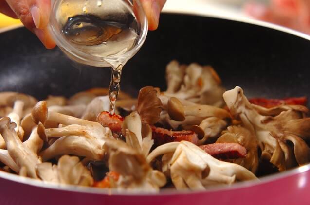 キノコたっぷりカルボナーラの作り方の手順4