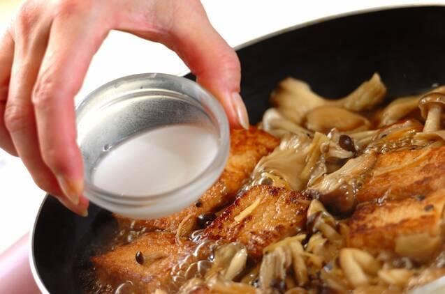 厚揚げとたっぷりキノコの煮ものの作り方の手順3