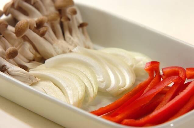 エビとチンゲンサイのカレー風味焼きそばの作り方の手順2