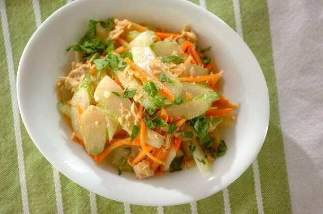 シャキシャキ食感で食べ応え抜群!セロリの簡単サラダレシピ20選の画像