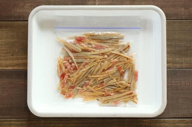 冷凍もできる作り置き!ごぼうとベーコンの塩炒めの作り方の手順4