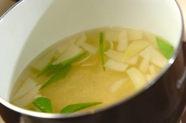 キヌサヤと豆腐のみそ汁の作り方の手順4