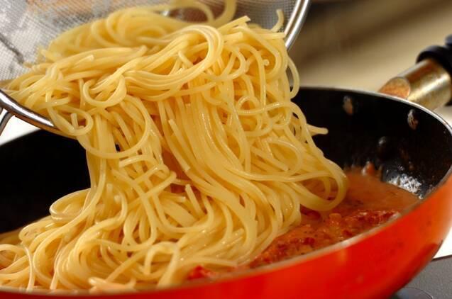 エビのトマトクリームパスタの作り方の手順6