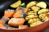 鮭とズッキーニのみそマヨ和えの作り方3