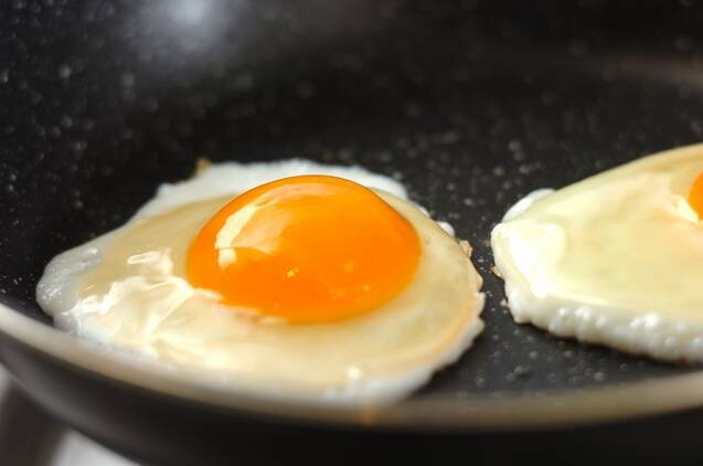 ミートソースと半熟卵のホットサンドの作り方の手順1