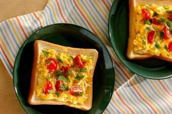 シラスとトマトのオープンオムレツサンド