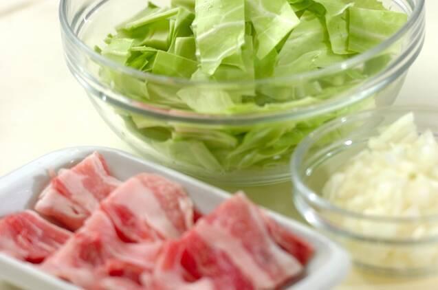 豚肉とキャベツのトマトスパゲティーの作り方の手順1