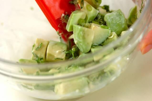 アボカドとトマトのパスタサラダの作り方の手順1