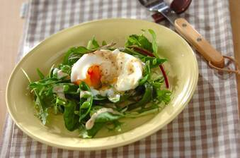 スナップエンドウと半熟卵のサラダ