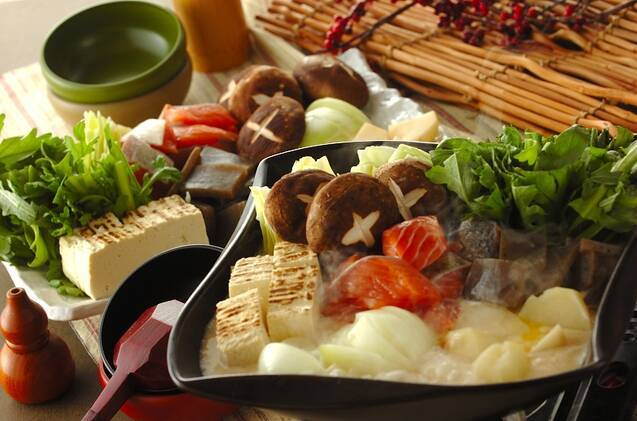 生サケと野菜の酒粕入り白味噌鍋