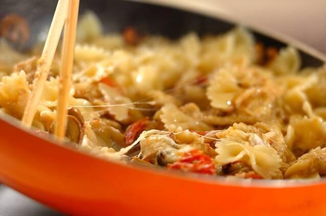 干しトマトとキノコとナスのパスタの作り方の手順8